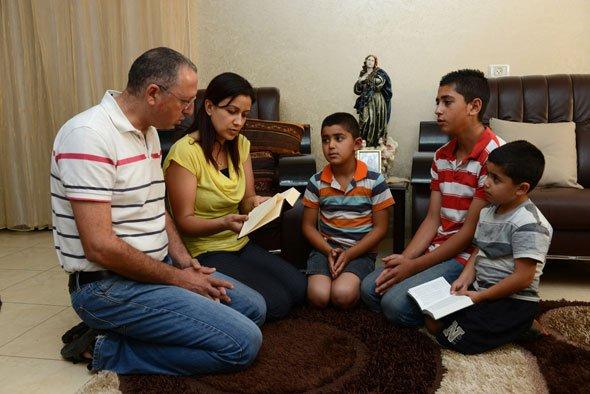 Cómo orar en casa con tus hijos