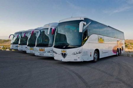 Cómo iniciar un negocio de alquiler de autobuses